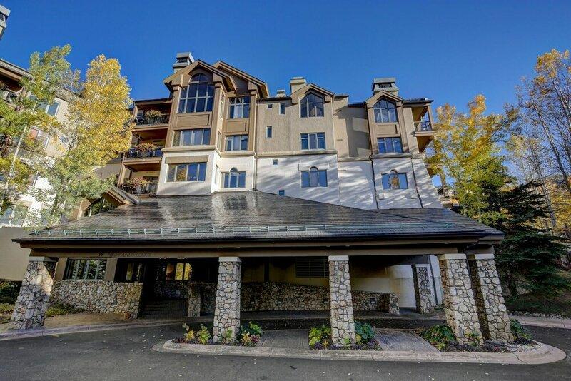 Highlands Lodge 107 - Best Location for Ski School Condo