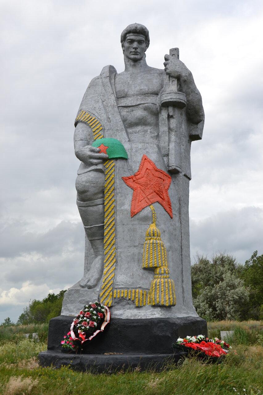 фото памятника вов в с ямное рамонского района является одним