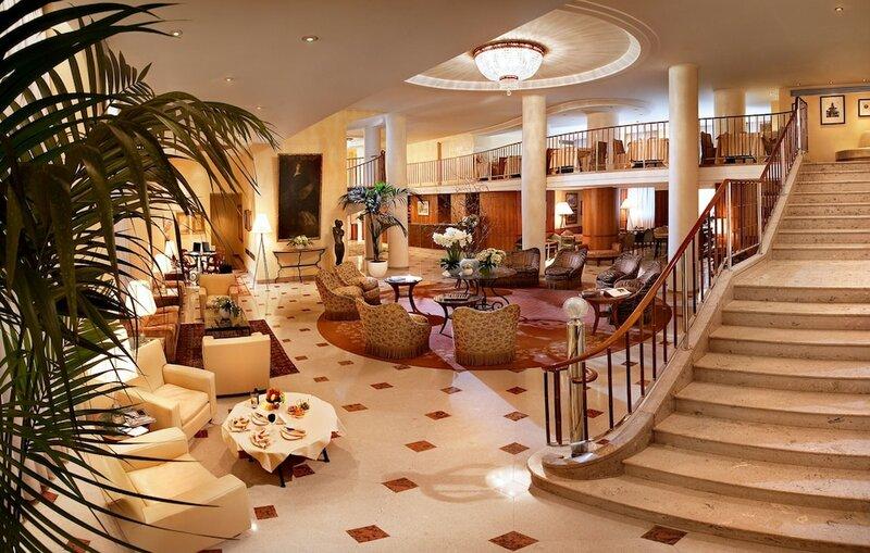 Отель Cavour