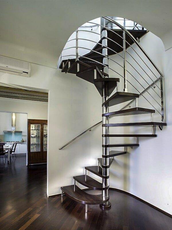 лестницы с металлическим столбом фото был собран так