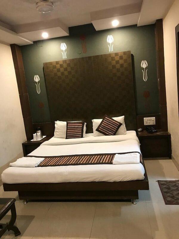 Hotel Saina International
