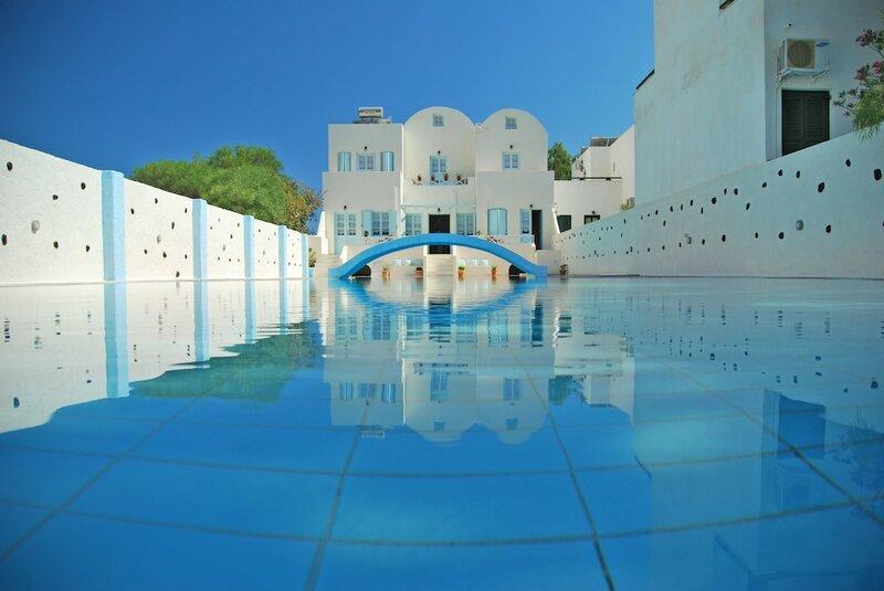 Aeolis Santorini