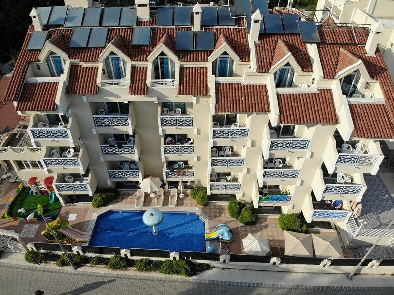 Blue Palace Hotel & Apart