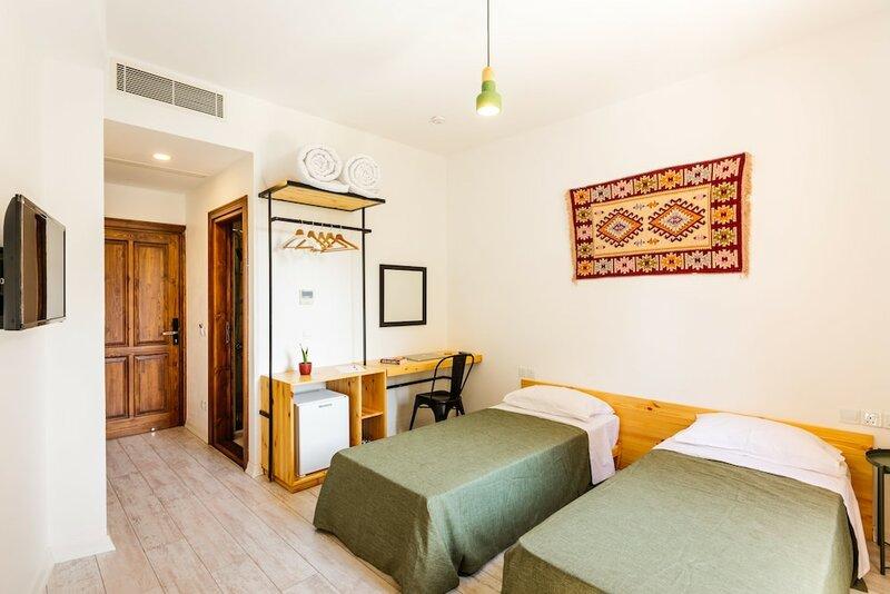 Djumba Hotel & Cafe