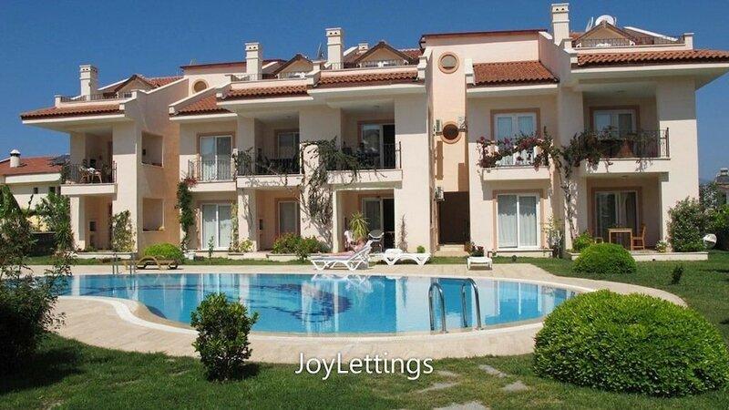 Villa Lg12 by JoyLettings