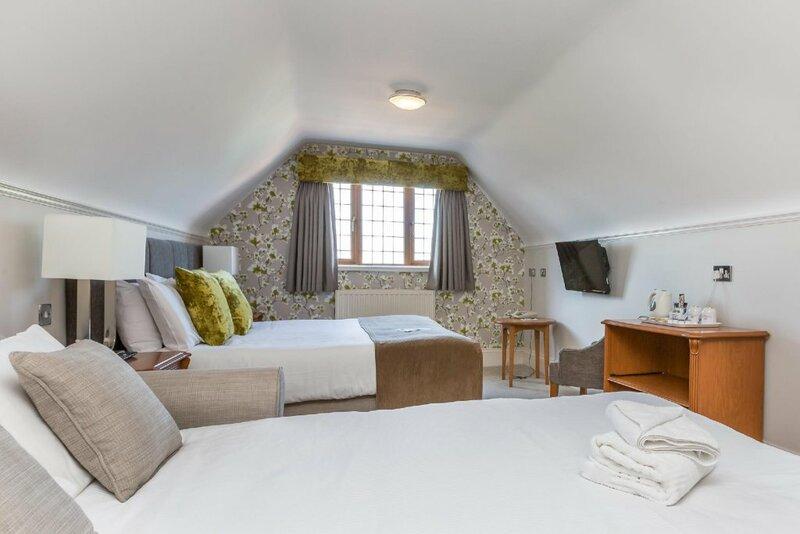 De Rougemont Manor Hotel & Suites