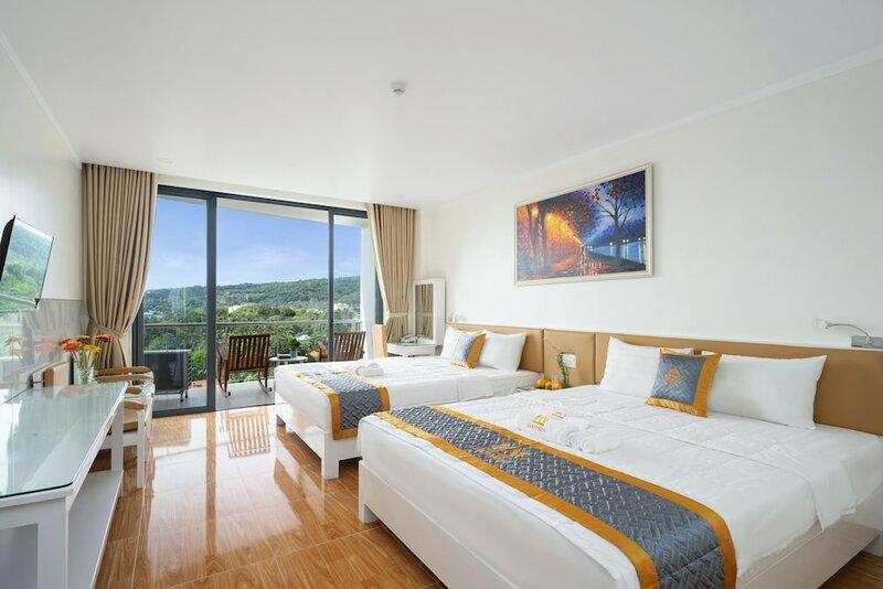 Luxy Park Hotel Phu Quoc Romantic Sunset
