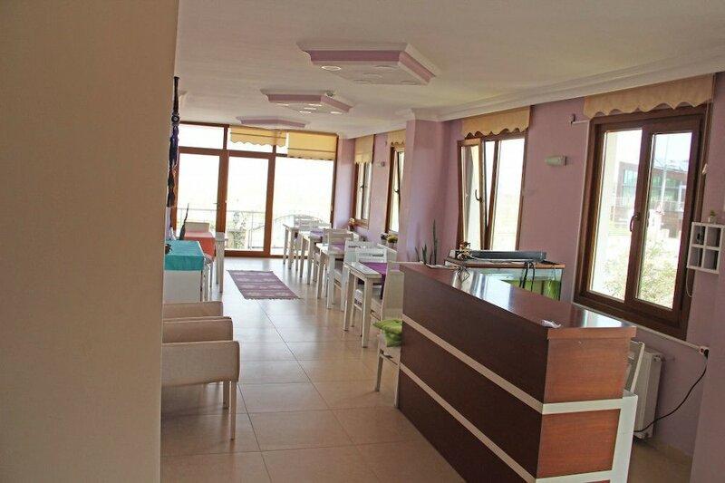 Manolyam Otel