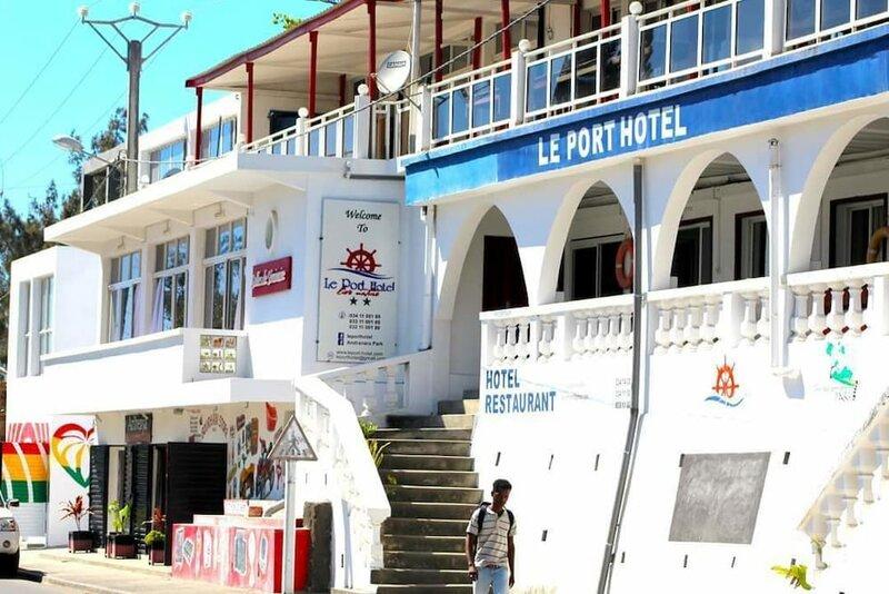 Le Port Hotel