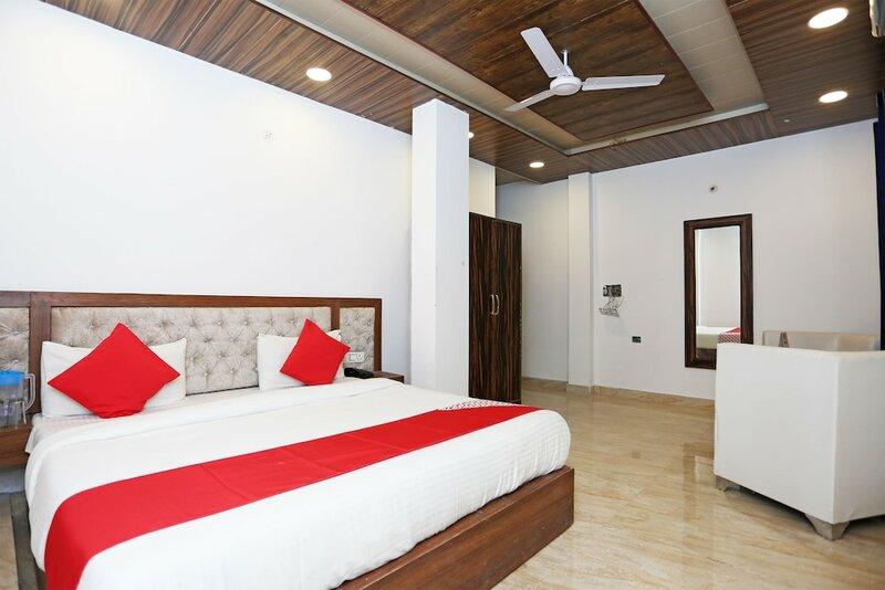 Oyo 15566 Hotel Rosewood Inn