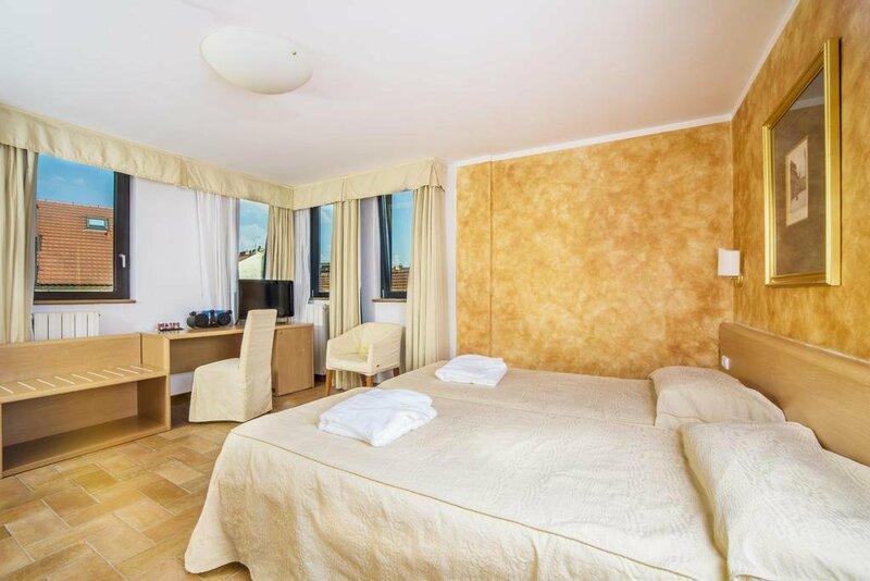Отель Roma Prague