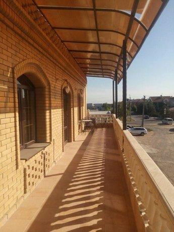 Ronal Hall