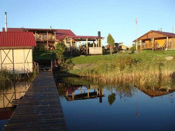 Ostrov Cottage Village