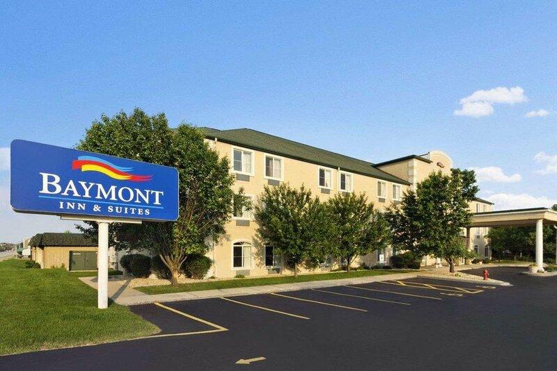 Baymont Inn And Suites Dekalb
