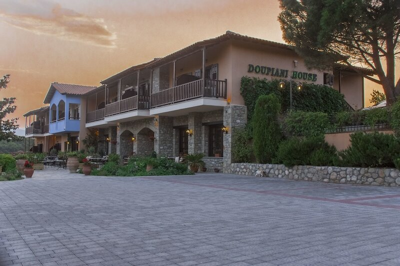 Doupiani House Hotel