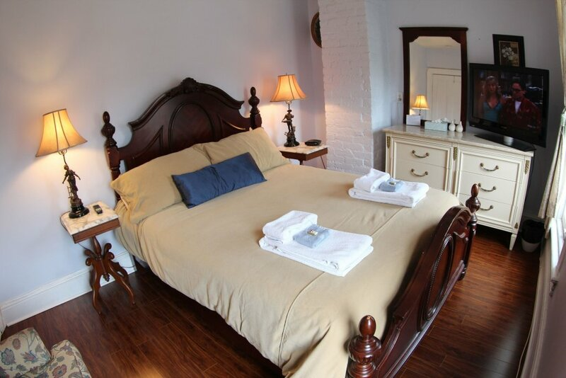 Toronto Garden Inn Bed and Breakfast