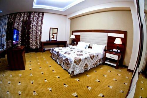 Wiseman Mont Inn Hotel