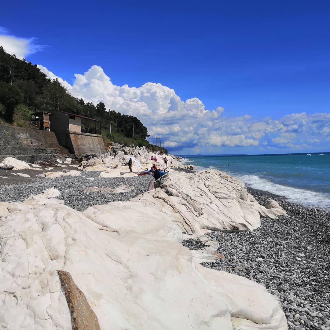 пляж белые скалы абхазия фото мужику уже