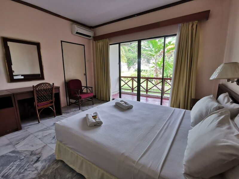Oyo 89972 Borneo Paradise Beach Hotel
