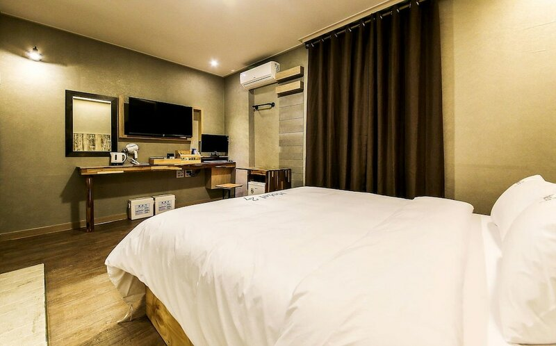 Hotel27