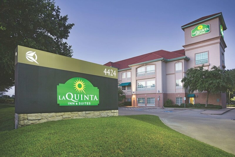 La Quinta Inn & Suites by Wyndham Houston West at Clay Road