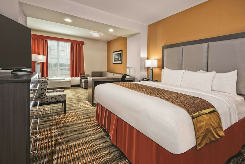 La Quinta Inn & Suites by Wyndham San Antonio by At&t Center