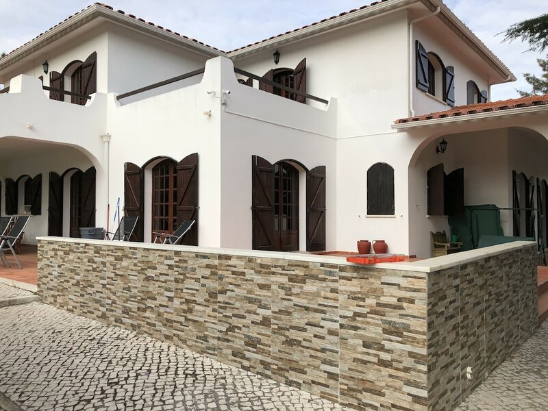 Aroeira's paradise - Spacious villa with private pool