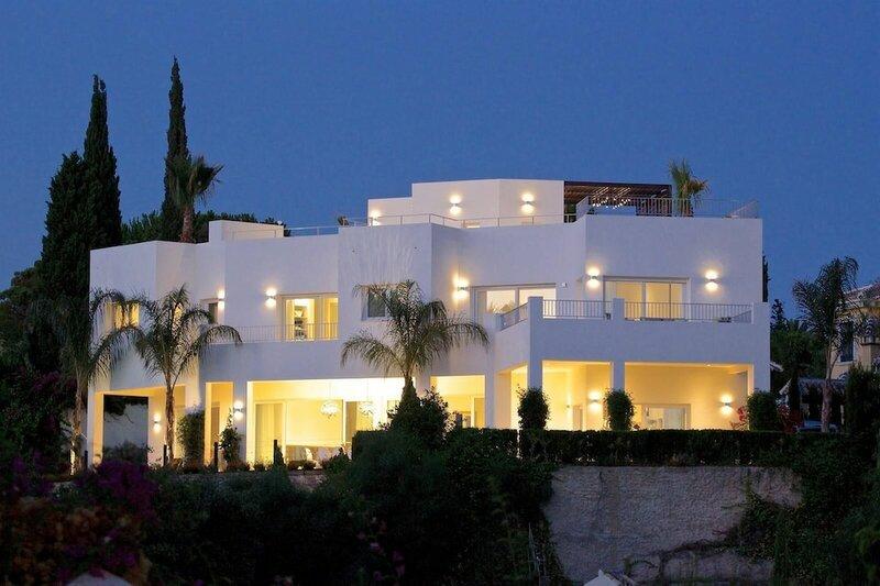 Exquisite Villa Near Beach - Heated Pool