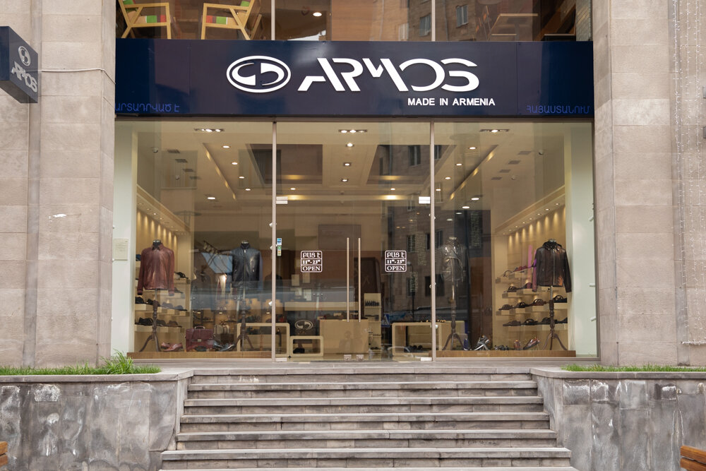 обувная компания — Armos – Фирменный магазин и обувное предприятие — Ереван, фото №1