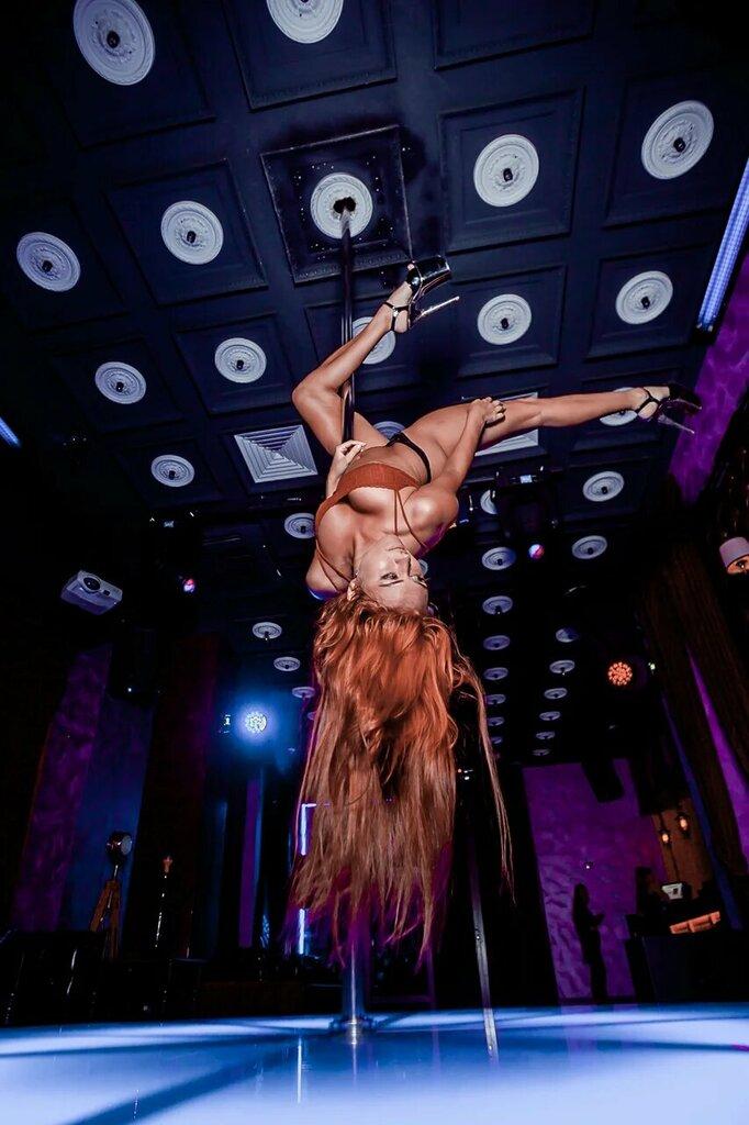 Клуб стриптиз адлер в москве клубы ночные танцовщица