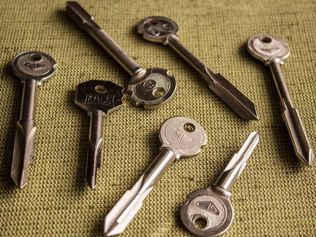 пример несколько где делают ключи от замков по фото именно