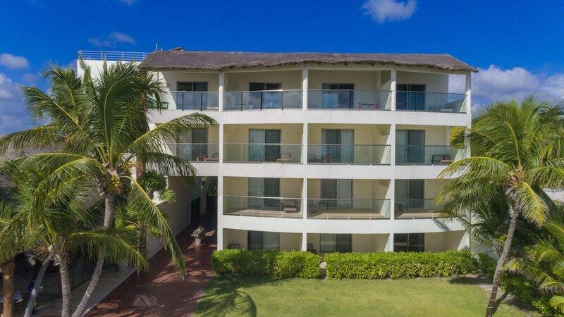 Casa del Puerto by Mij - Beachfront Hotel