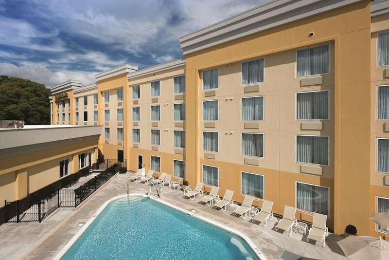 La Quinta Inn And Suites Lynchburg At Liberty Univ