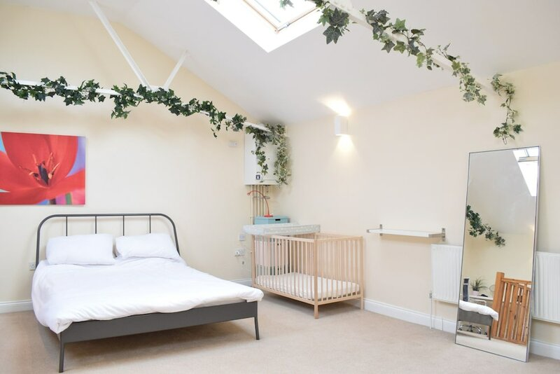 Spacious 1 Bedroom House in Fulham