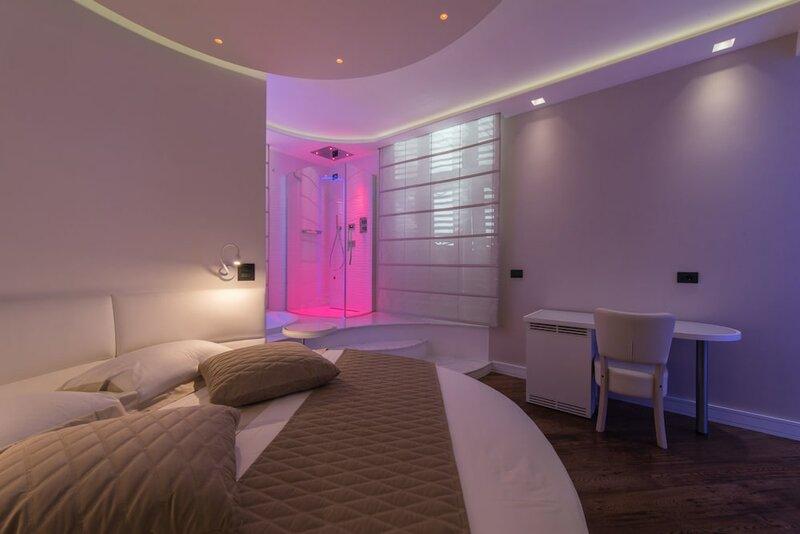 Piccolo Mondo Luxury Suites in Rome
