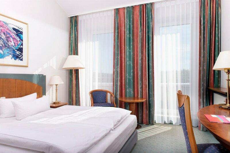 Отель Ramada by Wyndham Weimar
