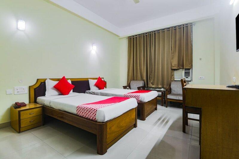Oyo 26683 Earl Grey Hotel