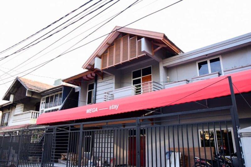 RedDoorz Plus near Mall Kelapa Gading