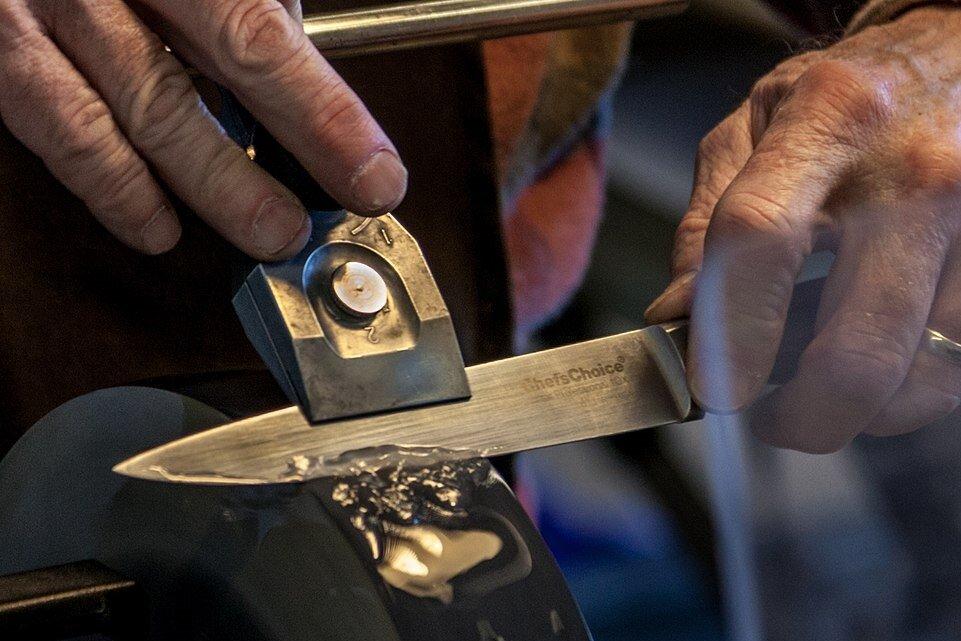 Заточка ножей картинка