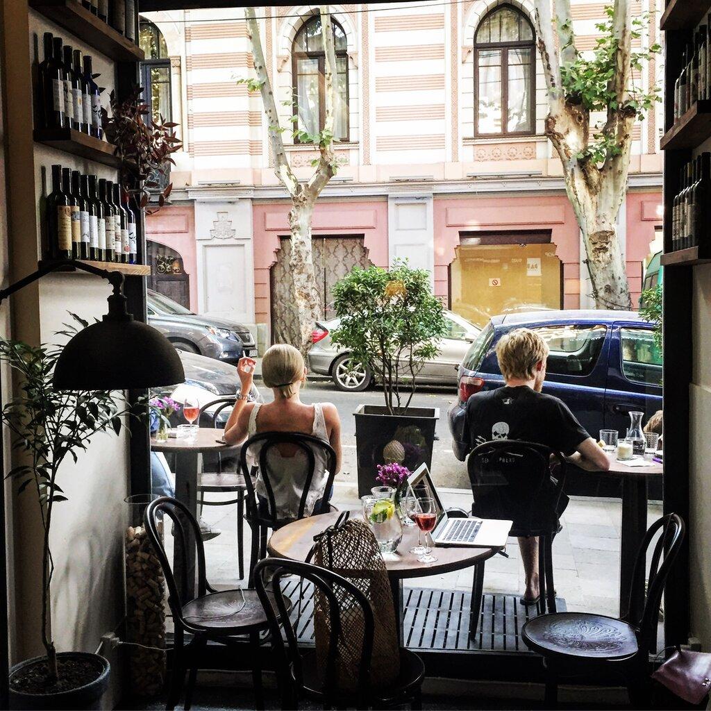 бар, паб — Dadi wine bar and shop — Тбилиси, фото №1