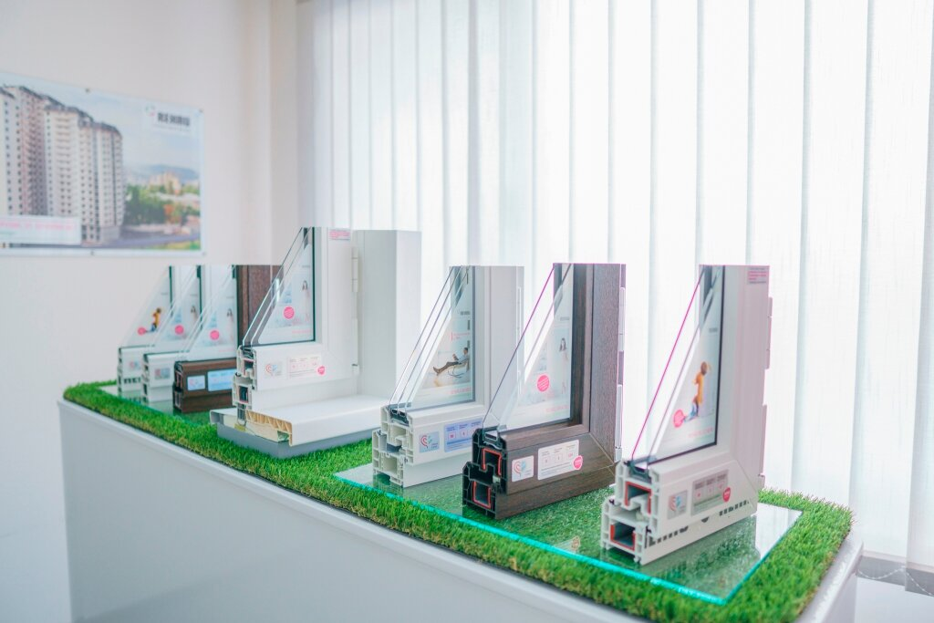 Выставочные стенды для пластиковых окон фото