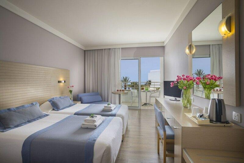 Отель Louis Ledra Beach