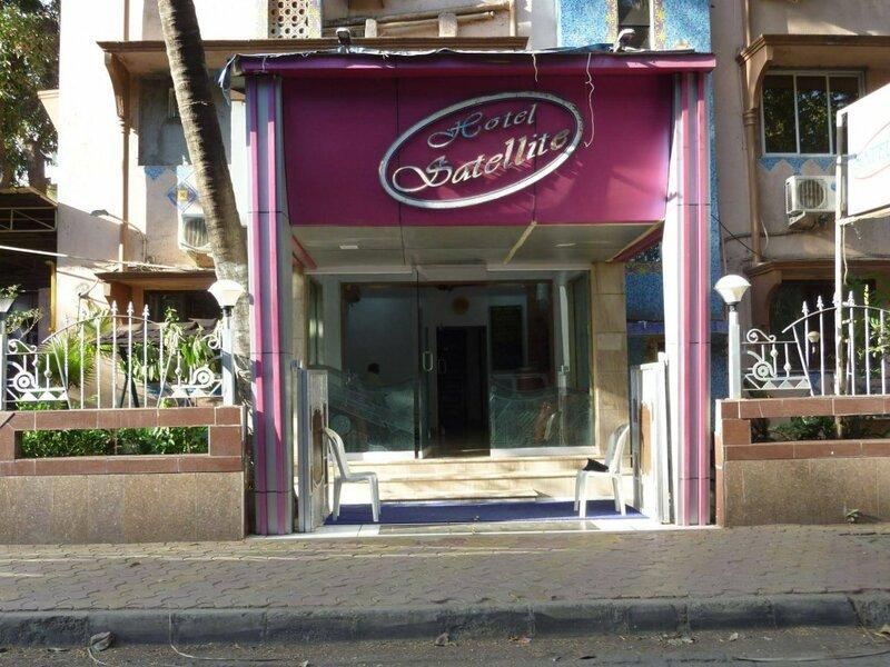 Hotel Satellite