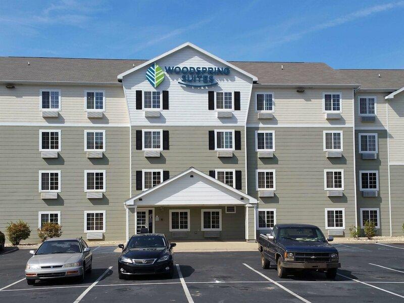WoodSpring Suites St. Louis St. Charles