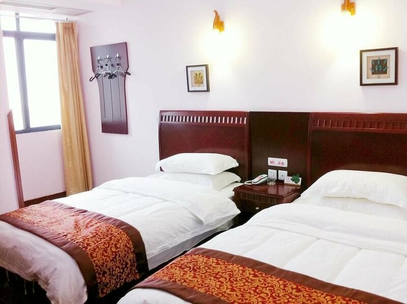 Qianglong Business Hotel - Maoxian