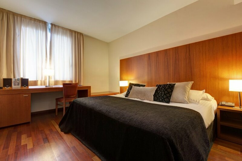 Отель Acevi Villarroel