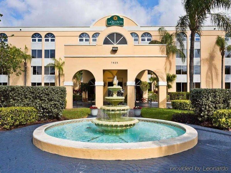La Quinta Inn & Suites by Wyndham Miami Lakes