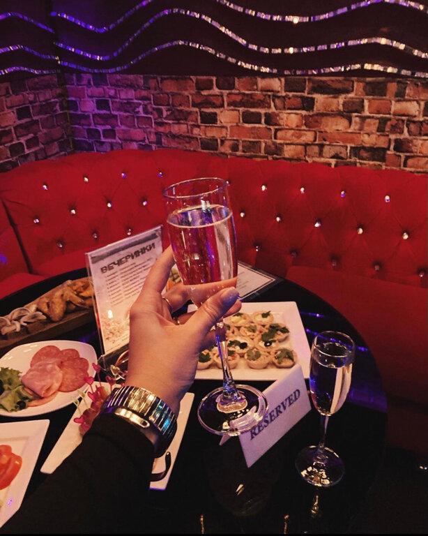 Бигуди ночной клуб уфа диваны в ночных клубах