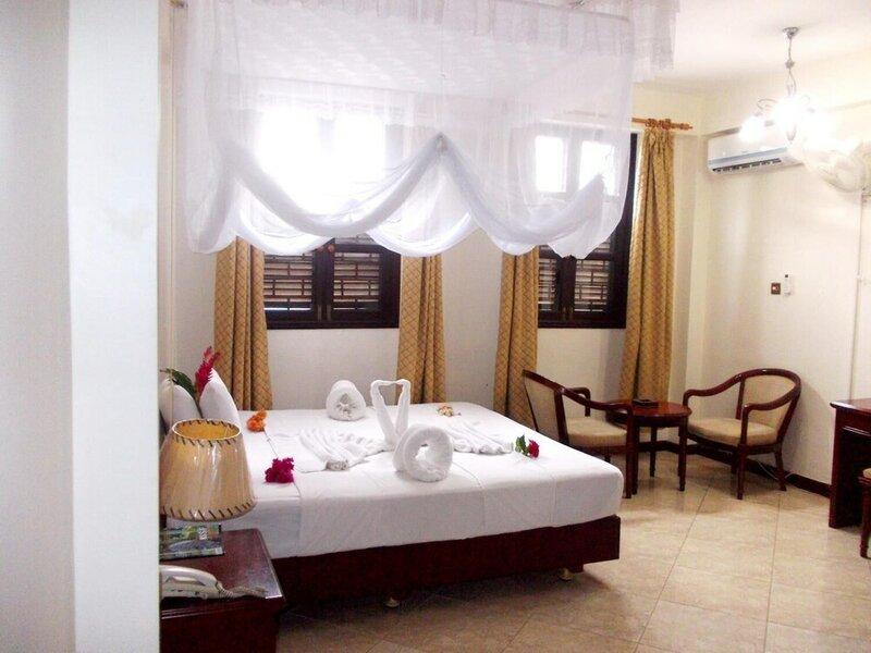 Safari Lodge Hotel