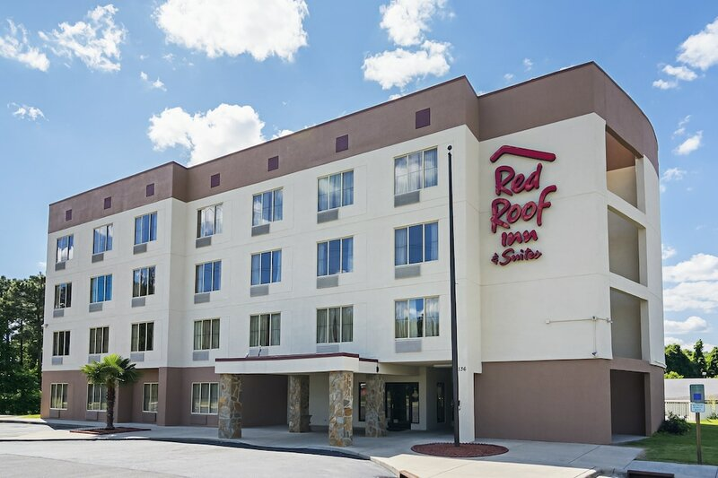 Red Roof Inn & Suites Fayetteville – Fort Bragg